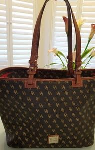 NWT DOONEY AND BOURKE LOGO TOTE